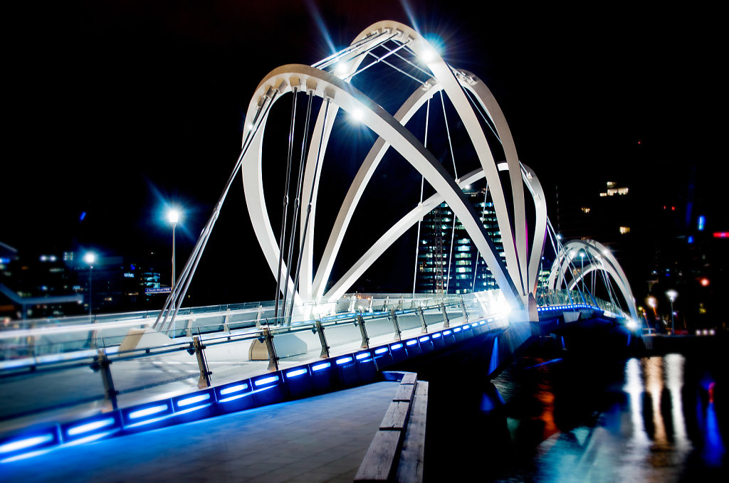 Yarra-River-Bridge-White-Cables.jpg